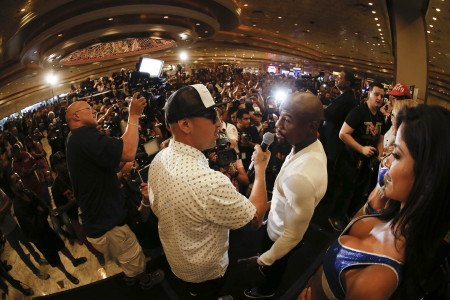 Mayweather: Arum and Pacquiao are mentioning my name to sell tickets to Algieri fight