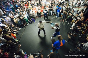 Crowd at Mayweather Workout