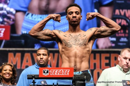 1-MAYPAC WEIGH IN-CHRIS PEARSON-TRAPPFOTOS-3750