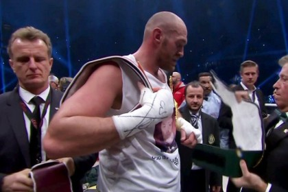 Tyson Fury breaks his silence, Tweets photo and confirmation of Oct. 29 return with Wladimir Klitschko