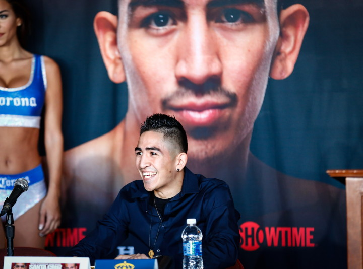"Kiko Martinez, Leo Santa Cruz - (Photo credit: Stephanie Trapp/SHOWTIME) ANAHEIM, CALIF. (February 25, 2016) - Leo ""El Terremoto"" Santa Cruz and Kiko ""Sensacion"" Martinez went face-to-face Thursday at the final press conference before their featherweight world title showdown on Saturday, Feb. 27 live on SHOWTIME® (10 p.m. ET/7 p.m. PT) from Honda Center in Anaheim, Calif."