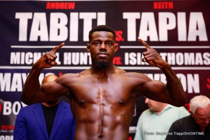 1-LR_WEIGH IN-ANDREW TABITI-TRAPPFOTOS-05122016-0966