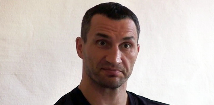 Tyson Fury, Wladimir Klitschko - It seems we are further away than ever when it comes to seeing the anticipated return fight between Tyson Fury and Wladimir Klitschko. Ex-champ Klitschko, who first saw a July 9 return with Fury fall apart due to Fury picking up a calf injury, is now threatening to take the man who out-pointed him to court. Klitschko uploaded a video on his Twitter page earlier today, in which he stated the following: