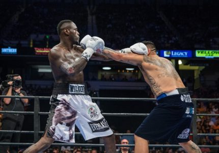 Deontay Wilder defeats Chris Arreola