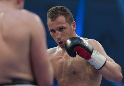 Enrico Koelling faces  Ryno Liebenberg on 10/1