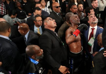 Smith, Jr. Upsets Hopkins in his Farewell Fight