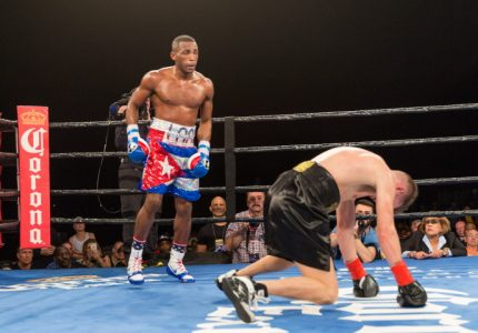 Erislandy Lara defeats Yuri Foreman, then calls out Golovkin and Canelo