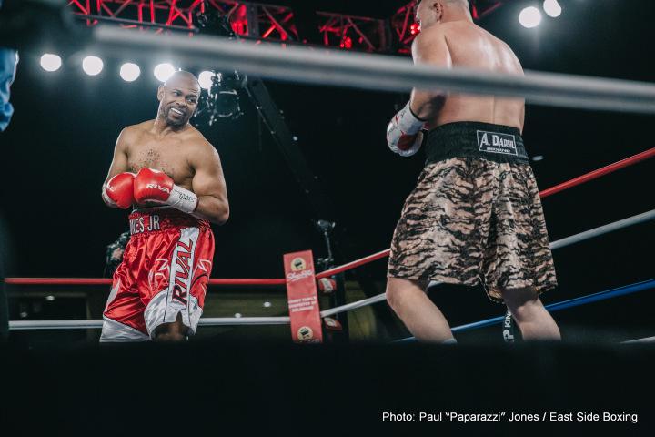 https://www.boxing247.com/wp-content/uploads/2017/02/1-Roy-Jones_Bobby-Gunn_Photo-%C2%A9-Paul-%EF%80%A0Paparazzi%EF%80%A0-Jones_2017_02_17-10.jpg