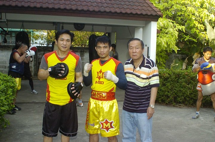 Srisaket Sor Rungvisai defends against Juan Estrada on Feb.24