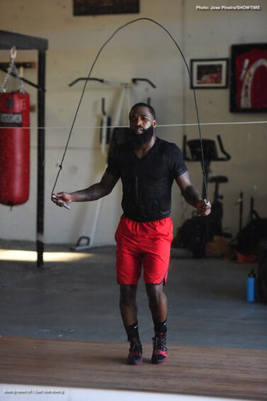 """Adrien Broner, Gervonta Davis, Jessie Vargas - Four-division world champion Adrien Broner and unbeaten former champion Gervonta """"Tank"""" Davis shared updates from their training camp in West Palm Beach, Florida as they prepare for their respective showdowns on Saturday, April 21 live on SHOWTIME from Barclays Center, the home of BROOKLYN BOXING."""