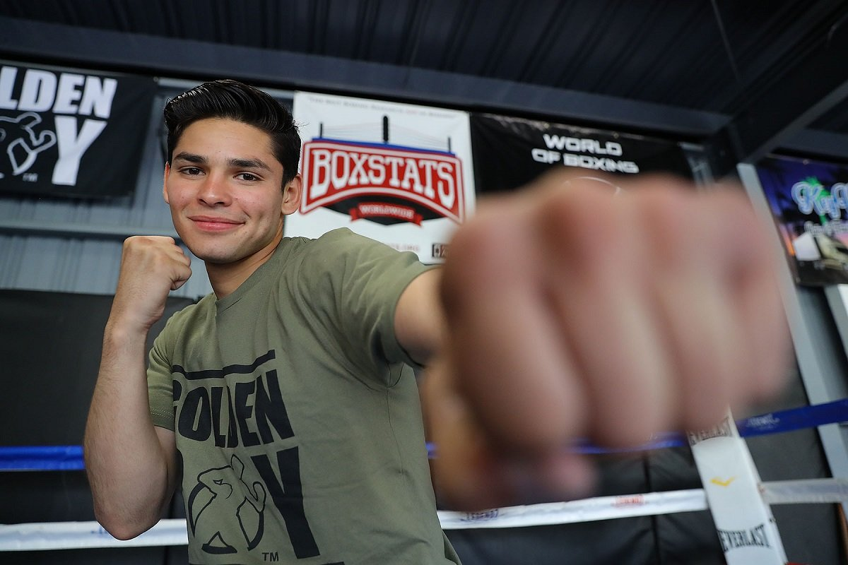 "Azat Hovhannisyan - Ryan ""The Flash"" Garcia (14-0, 13 KO) hosted a media workout today at Legendz Boxing Gym in Norwalk, Calif. ahead of a very special May 4 edition of Golden Boy Boxing on ESPN at StubHub Center in Carson, Calif. Garcia will kick off the Cinco de Mayo festivities as he faces seasoned Puerto Rican contender Jayson ""La Maravilla"" Velez (26-4-1, 18 KOs) in the 10-round main event in the super featherweight division. ESPN2 and ESPN Deportes will air the fights beginning at 10:30 p.m. ET/7:30 p.m. PT, and stream live on ESPN3 starting at 9:00 p.m. ET/6:00 p.m. PT."