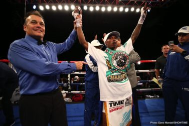 O'Shaquie Foster - O'Shaquie Foster upset previously undefeated Jon Fernandez in a battle of ShoBox: The New Generation veterans, scoring an impressive unanimous decision victory over the highly regarded prospect Friday on SHOWTIME from Firelake Arena.   VIDEO HIGHLIGHTS: https://s.sho.com/2OI0NUp