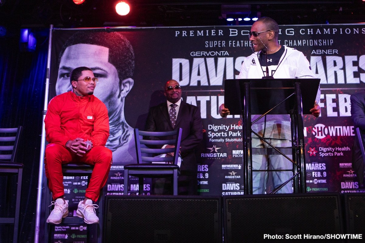 """Abner Mares, Gervonta Davis - Two-time super featherweight champion Gervonta """"Tank"""" Davis and three-division world champion Abner Mares went face-to-face for the first time Thursday at a press conference in Los Angeles as Davis defends his WBA title against Mares on Saturday, February 9 live on SHOWTIME® in an event presented by Premier Boxing Champions from StubHub Center in Carson, Calif."""
