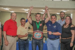 """- Aguas Buenas - In an emotional activity held at the Aguas Buenas Urban High School, the World Boxing Organization (WBO), together with its president, Francisco """"Paco"""" Valcárcel, Esq., delivered the WBO North America (NABO) Jr. Welterweight title to boxer Yomar """"The Magic"""" Álamo which he won last Friday in Florida, after defeating Mexican Manuel Méndez by unanimous decision in an event promoted by All Star Boxing."""
