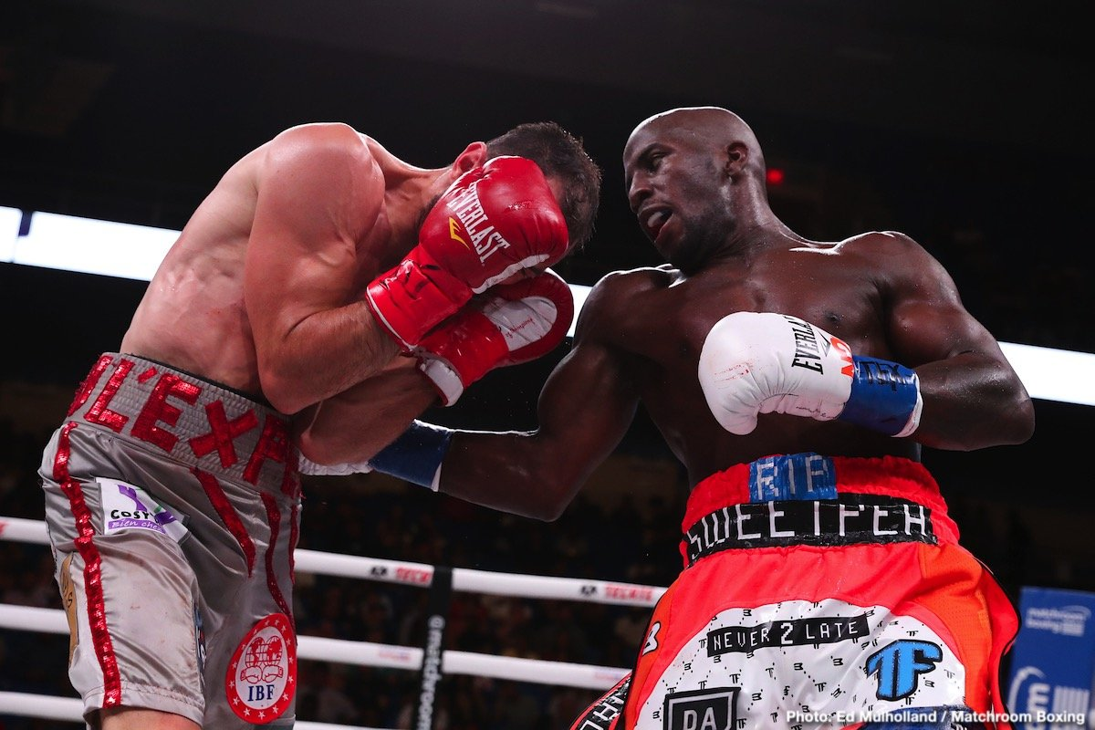 Maurice Hooker - Tevin Farmer (30-4-1 ) retained his IBF World Super-Featherweight title with a dominant points win over mandatory challenger Guillaume Frenois.