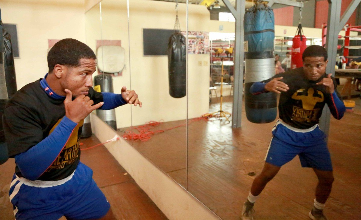 """Jose Ramirez, Maurice Hooker, Tramaine Williams, Yenifel Vicente -  The World Boxing Organization (WBO) #6 and International Boxing Federation (IBF) #13 at 122 pounds, Yenifel """"El Rayo"""" Vicente, is preparing for the duel that will take him towards a world title fight."""