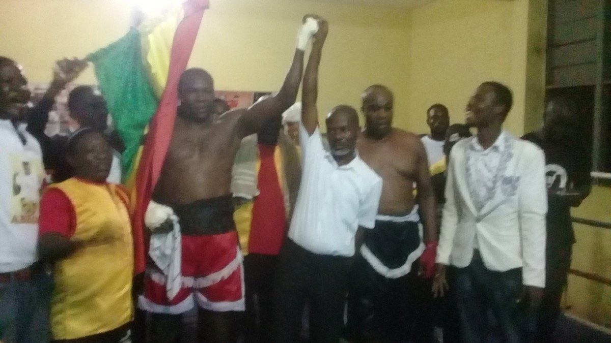 Ebenezer Tetteh - Ghana's Ebenezer Tetteh overcame the stern test of Kenya's Morris Okolla to earn a round 7 TKO victory in their Commonwealth heavyweight final eliminator in Accra on Saturday and thereby set up a date against highly rated Brit, Daniel Dubois in the UK next month.