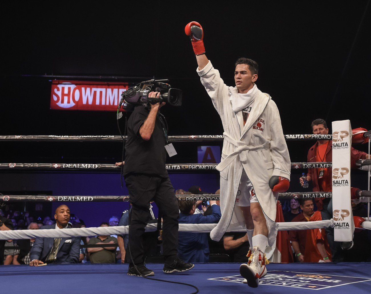 Chicago's Giovanni Cabrera Mioletti will look to remain undefeated when he returns to the ring on Saturday at the Wintrust Arena.