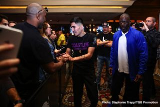 Gervonta Davis, Leo Santa Cruz - WBA super featherweight champion Leo Santa Cruz (37-1-1, 19 KOs) and WBA lightweight champion Gervonta 'Tank' Davis (23-0, 22 KOs) will now be fighting on October 31 rather than October 24 so that they can fight in front of a crowd at the Alamodome in San Antonio, Texas.