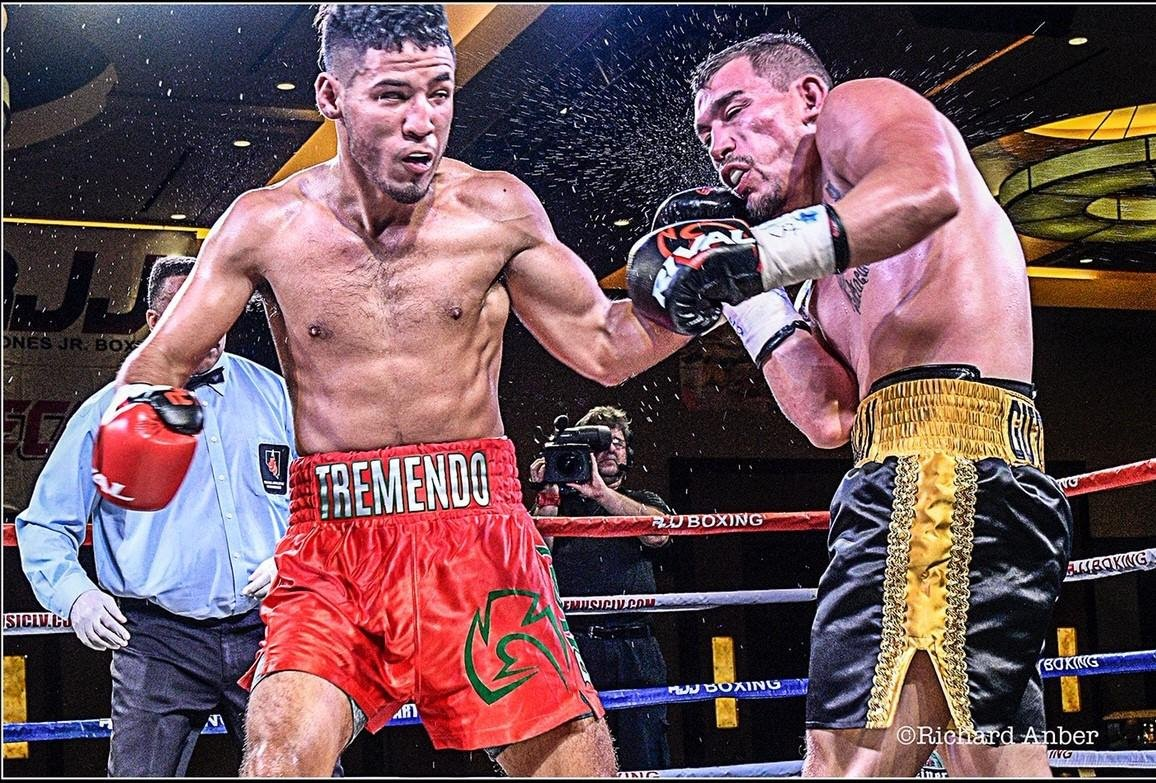 """Kendo Castaneda, Yomar Alamo - Texas super lightweight Kendo """"Tremendo"""" Castaneda (17-0, 8 KOs) will risk his perfect pro record against Yomar """"The Magic"""" Alamo (17-0-1, 12 KOs) in a rare showdown between undefeated prospects on February 28, live on Boxeo Telemundo, starting at 11:30 p.m. ET / 8:30 p.m. PT, from Osceola Heritage Park in Kissimmee, Florida."""