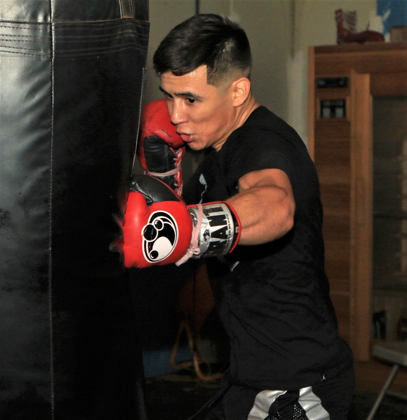 Angel Hernandez, Omar Juarez - Unbeaten rising prospect Omar Juarez will look to put on a show in the ring this Super Bowl weekend when he battles Mexico's Angel Hernandez this Saturday, February 1 in FS1 PBC Fight Night action and on FOX Deportes from Beau Rivage Resort & Casino.