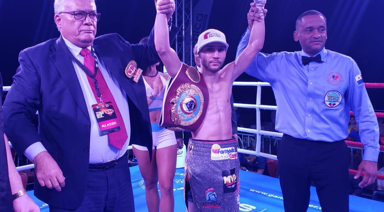 "Wilfredo Méndez - Using his smart boxing, Puerto Rican Wilfredo ""Bimbito"" Méndez successfully defended his WBO 105-pound belt by defeating by a ninth round TKO on the Colombian Gabriel Mendoza in the main fight of the ""WBO Champions Tournament"", held at the El Panama Hotel in Panama City in a presentation of G & V Entertainment in association with PR Best Boxing Promotions and Spartan Boxing."