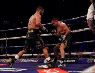 Pavel Sour - In a masterclass performance, super featherweight contender Jono Carroll (18-1-1, 4 KOs) embarrassed former 122-lb champion Scott Quigg (35-3-2, 26 KOs) in totally schooling him in scoring an 11th round retirement stoppage on Saturday night in front of an excited crowd at the Manchester Arena in Manchester, England.