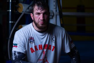 Apti Davtaev - As fans witnessed back in February, trainer Sugarhill Steward did a great job working with Tyson Fury, the Kronk trainer coming up with a great and all-winning game plan to down Deontay Wilder in Las Vegas. Now, Sugarhill is looking to work his magic with another heavyweight; this one unbeaten Russian talent Apti Davtaev.