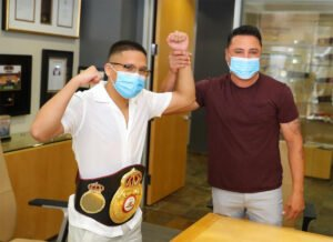 "Joshua Franco, Oscar De La Hoya - Oscar De La Hoya presented Joshua ""The Professor"" Franco (17-1-2, 8 KOs) his brand-new WBA Super Flyweight World Title belt today following the San Antonian's spectacular win against Andrew Moloney (21-1, 14 KOs) on June 23."