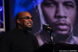 Leonard Ellerbe: De La Hoya Is Just Trying To Use Floyd's Name To Create Some Buzz