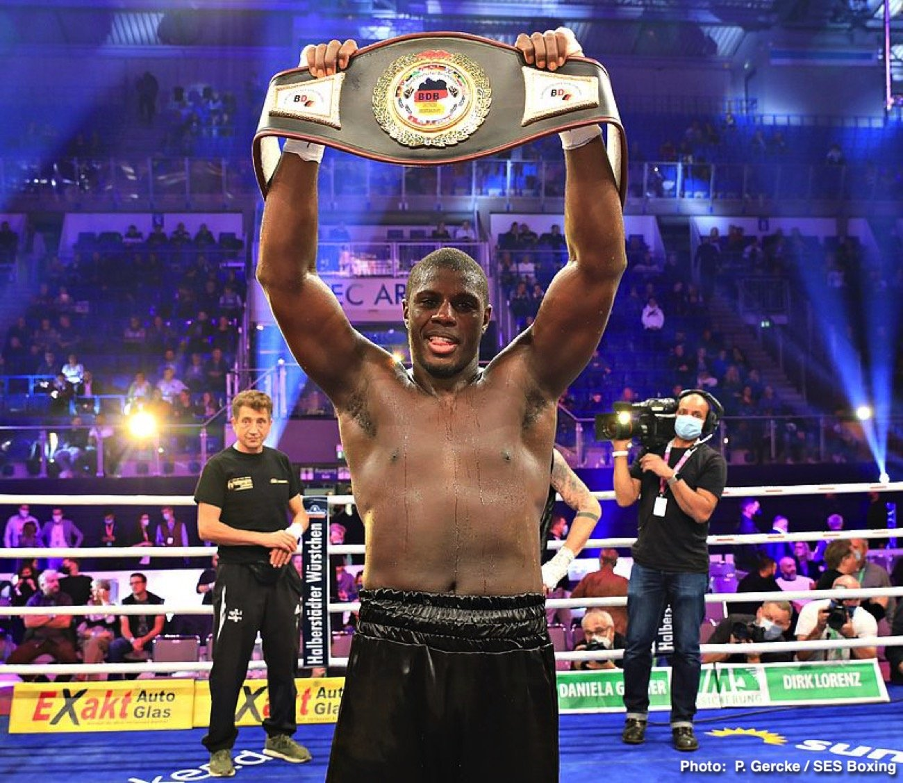 Peter Kadiru, Robin Krasniqi - Robin Krasniqi (51-6, 19 KOs) upset WBA interim light heavyweight champion Dominic Bösel  (30-2, 12 KOs) via spectacular knockout in the 3rd round in the GETEC ARENA in Magdeburg, Germany yesterday. 2000 fans, under strictly implemented Corona rules, saw a highly dramatic fight, which thrilled boxing fans and TV viewers. In his third try, Krasniqi finally fulfilled his world title dream after losing to Nathan Cleverly and Jürgen Brähmer in his first two attempts and knocked out Bösel cold at 2:25 of the third round.