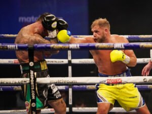 Saunders unhappy with Hearn planning Canelo vs. Plant