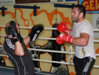 Mariusz Wach - Kubrat Pulev, last seen winning the vacant European heavyweight title with a 12-round split decision over Dereck Chisora (the fight was not seen as that close in the opinion of nearly everyone apart from one official) will face Poland's Mariusz Wach in his first defence, Novinite.com reports. The fight does not have a confirmed date yet, but is expected tp go ahead in either September or October, with the likely venue being Sofia, in Pulev's hometown of Bulgaria.