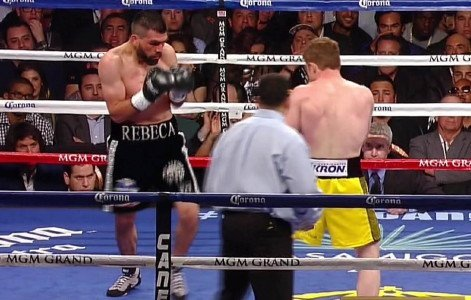 Canelo stops Angulo in 10th; Santa Cruz defeats Mijares