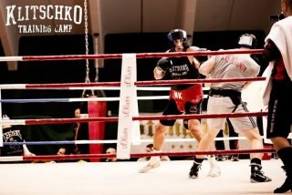 Simon Barclay, Wladimir Klitschko - Red hot cruiserweight prospect Simon Barclay made his professional debut on Saturday night and 48 hours later he was sharing a ring with WBO/IBF/WBA Super World Heavyweight Champion Wladimir Klitschko!